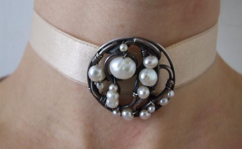 Sølvsmykke med perler - Arkitekturværkstedet - Hans Peter Hagens - Arkitekt - København